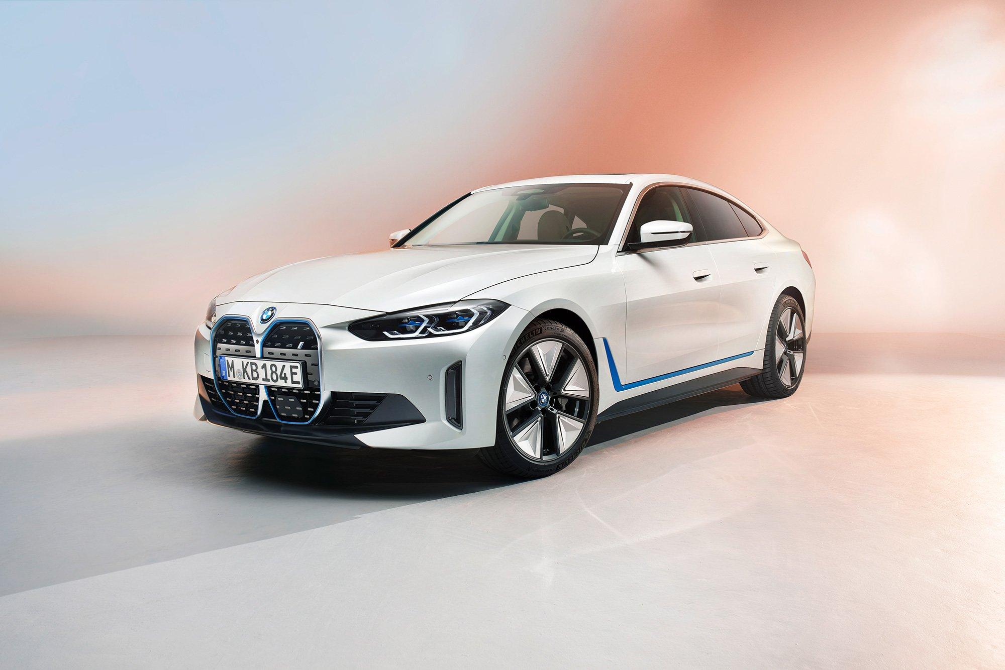 BMW i4 presentacion costado frontal