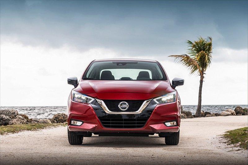 Nissan Versa mas vendido frontal