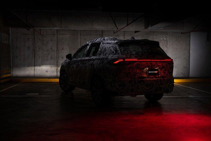 Stellantis-nuevo-Dodge-SUV-2022-camo-trasera